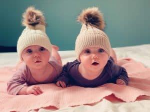 Tweelingen: samen slapen of apart?